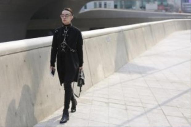 Street style sành điệu chất - chuẩn - chơi của Kelbin Lei trên đường phố Seoul khiến nhiều người hâm mộ.