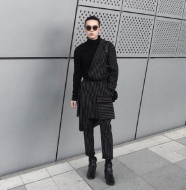 """Không chỉ mặc đồ cũ mà phong cách layer với phần tay áo bên có bên không cũng được Kelbin Lei """"chiêu mộ""""."""