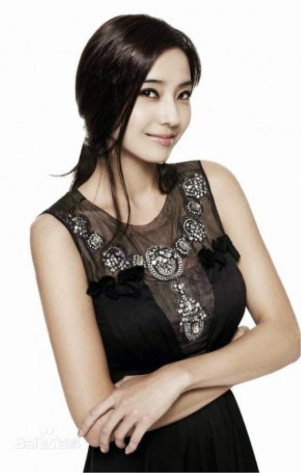Ảnh hậu Lâm Huyên do búp bê Hàn Quốc Han Chae Young thủ vai