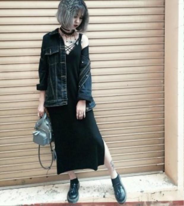 Cô bạn Thin Bình lại phối denim cùng trang phục phong cách grunge ma mị.