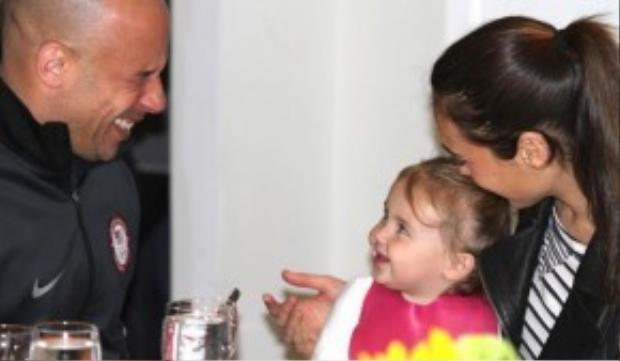Vin Diesel trò chuyện cùng Gal Gadot và con gái.