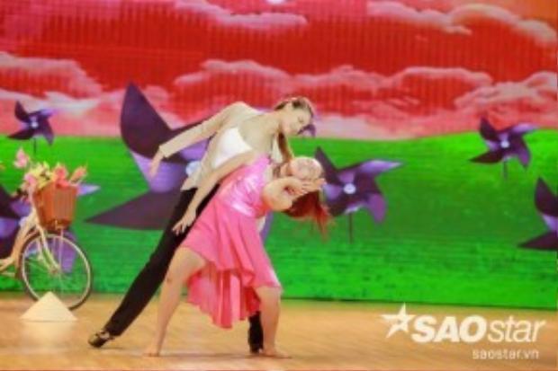 Chân dài sẽ kết hợp cùng bé Vy Khanh - Quán quân Bước nhảy Hoàn vũ nhí 2015.
