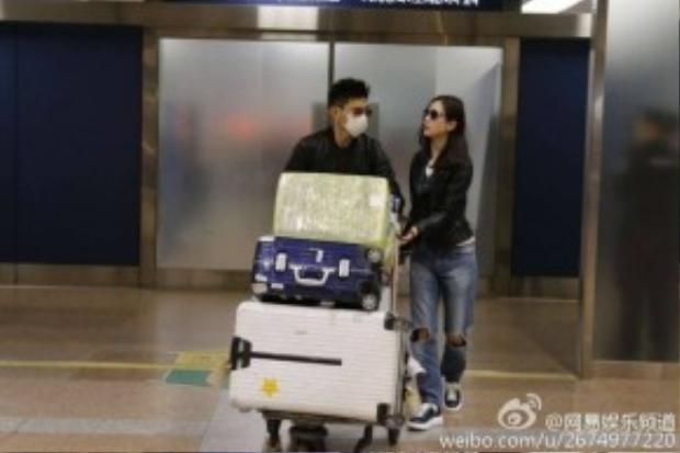 Ngô Kỳ Long và Lưu Thi Thi cực chất khi có mặt tại sân bay.