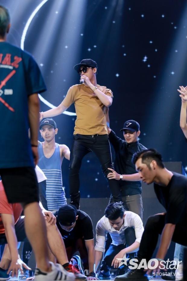 Gala trao giải: Noo Phước Thịnh ngủ gật, Thu Thủy thiêu đốt sân khấu The Remix