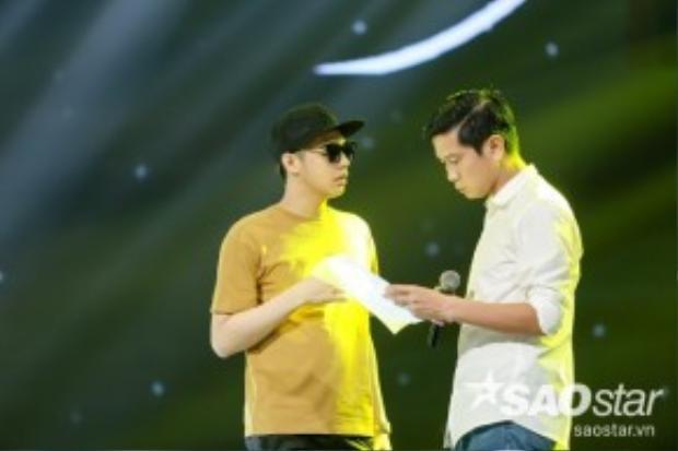 Top 4 được nhạc sĩ Hồ Hoài Anh hướng dẫn trình diễn ca khúc Đường đến ngày vinh quang.