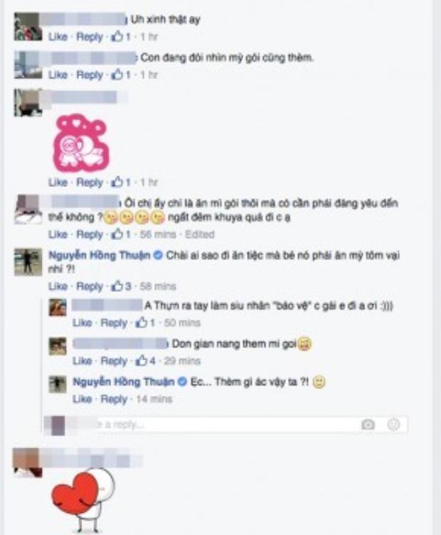 """Nhạc sĩ Nguyễn Hồng Thuận không khỏi thắc mắc: """"Trơi ơi đi ăn tiệc mà bé nó phải ăn mì tôm vậy?""""."""