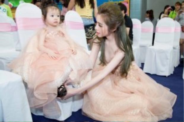 Sự xuất hiện của hai mẹ con trở thành tâm điểm chú ý tại chương trình.
