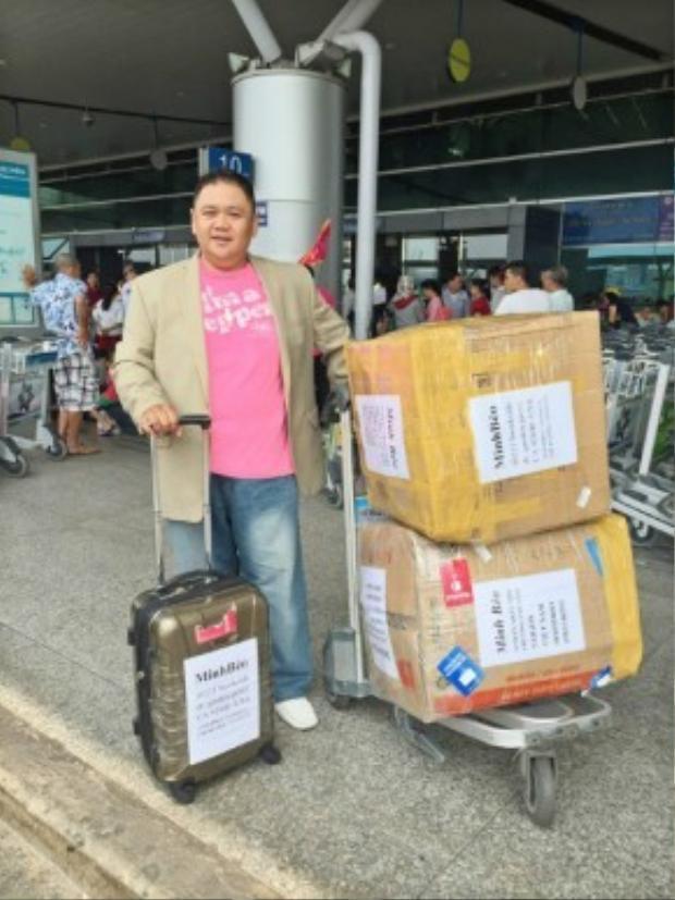 Nghệ sĩ hài Minh Béo tại sân bay quốc tế Tân Sơn Nhất (TP HCM) vào ngày 18/3.