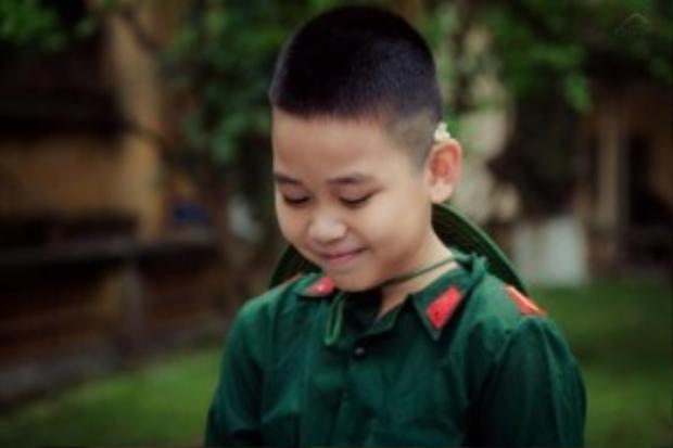 """Bé Nam Khánh- """"chàng trai đi bộ đội"""""""