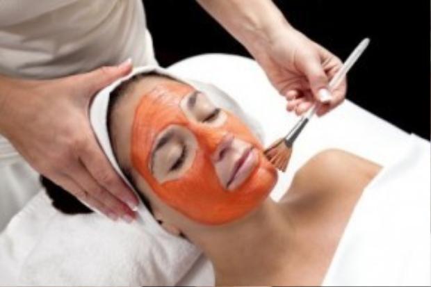 Cà rốt và bơ cung cấp vitamin E, C giúp cải thiện sắc tố da.