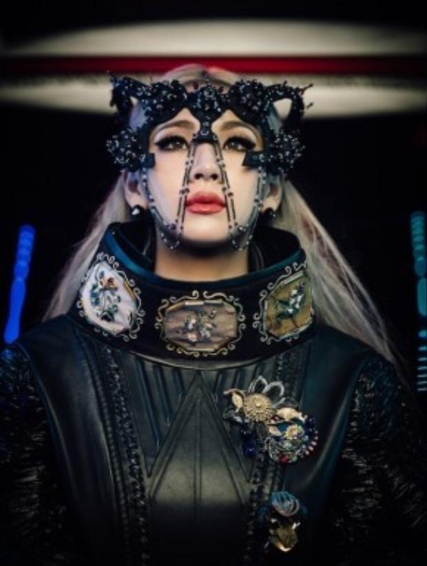 Thủ lĩnh của 2NE1 rất biết cách xây dựng thương hiệu khi có mối quan hệ thân thiết với nhiều ngôi sao lớn ở mọi lĩnh vực.