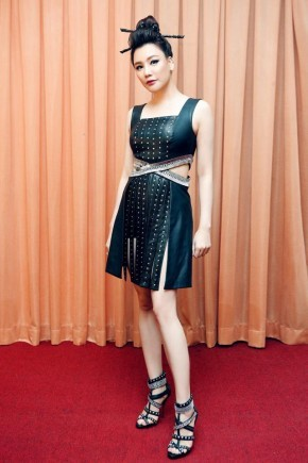 Trong đêm Gala chương trình The Remix-Hòa âm ánh sáng mùa giải thứ 2, nữ ca sĩ Hồ Quỳnh Hương xuất hiện với hình tượng khá lạ mắt. Nét đẹp lấy hứng cảm từ nàng Geisha Nhật Bản chính hiệu.