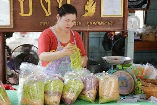 Món bò bía kết hợp kẹo bông khiến giới trẻ Thái Lan, Singapore mê mẩn