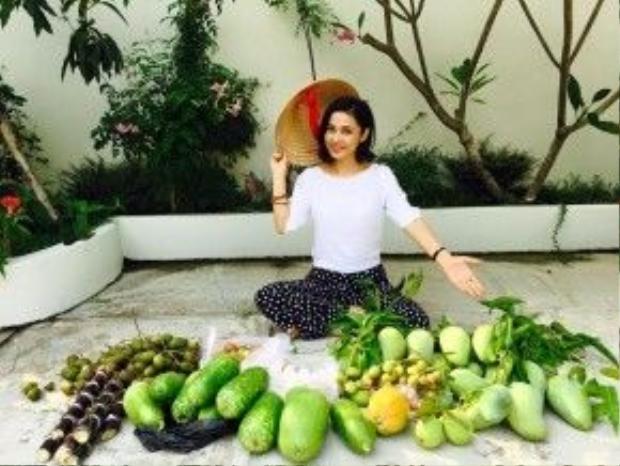 Không nhắc nhiều đến những hào quang quá khứ, điều Việt Trinh tự hào chính là tự tay có thể trồng đủ loại thức ăn thức uống trong vườn nhà.