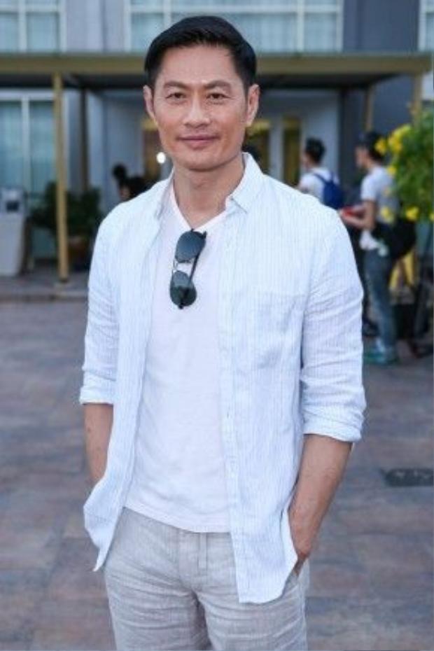 Huỳnh Đức Bân luôn nở nụ cười thân thiện. Nam diễn viên phải mất nhiều năm tìm chỗ đứng ở đài TVB. Trước khi được khán giả yêu mến anh từng trải qua thời gian làm thợ hồ và phụ xe…