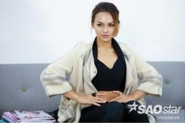 Quỳnh Mai xinh đẹp và đầy bản lĩnh.