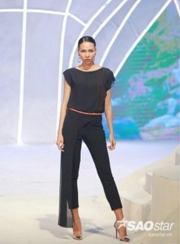 Ngoài chất liệu bóng tạo cảm giác sang trọng như tafta, organza, chùng còn được kết hợp thêm với voan, lưới mỏng để có thêm nét phá cách cho người mặc.
