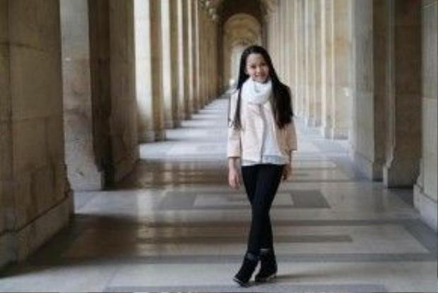Hà My chia sẻ trên Facebook rằng, cô bé cảm thấy Paris đẹp hoàn hảo trong từng góc máy.