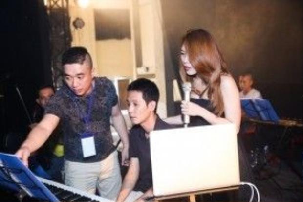 Bên cạnh những ca khúc được viết 'đo ni đóng giày' dành riêng cho Mỹ Tâm, nhạc sĩ Hoàng Nhã cũng là gương mặt quen thuộc trong các dự án lớn của Họa mi tóc nâunhiều năm gần đây.