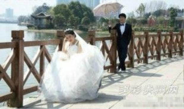 Xiao Yi chụp ảnh cưới cùng bạn trai Xiao Fu (20 tuổi) trước khi qua đời 20 ngày.