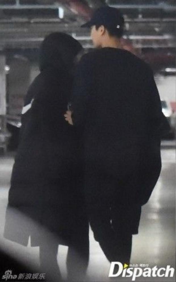 Loạt ảnh hẹn hò của cặp sao được Dispatch đăng tải.
