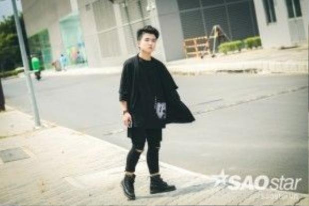 Cậu nhóc Tôn Chí Long ngày nào thực sự đã trưởng thành và chín chắn không chỉ qua tính cách mà ngay trong cả phong cách thời trang mà cậu lựa chọn.
