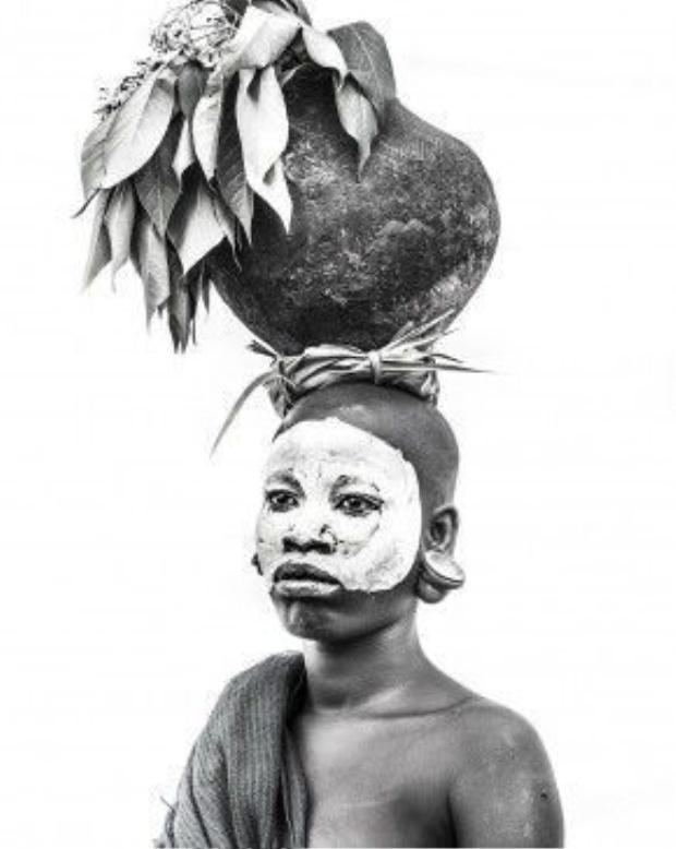 Nhiếp ảnh gia Louisa Seton hi vọng sẽ ghi lại được vẻ đẹp của bộ tộc này trước khi văn hóa của họ mai một.