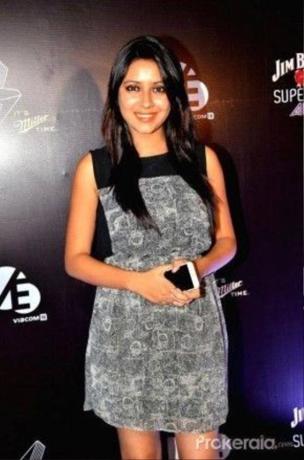 Ngoài hai bộ phim truyền hình chính làBalika Vadhu (Cô dâu 8 tuổi) và Hum Hain Na, trong năm 2015, Pratyusha Banerjee còn góp mặt bằng những vai diễn nhỏ trong các series phim được yêu thích khác nhưItna Karo Na Mujhe Pyaar (vai cameo),Gulmohar Grand vai Parinda Pathak,Comedy Classes vai Balika Sidhu,Sasural Simar Ka vai Mohini… và vẫn luôn là một trong những nữ diễn viên được yêu thích nhất tại Ấn độ.