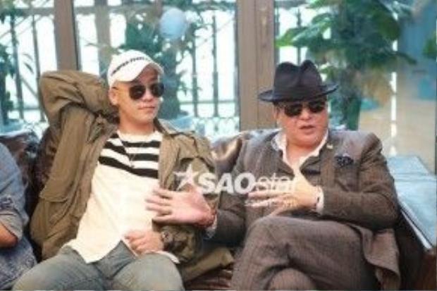 Seungri trong buổi gặp gỡ cùng gia đình người bạn thân.