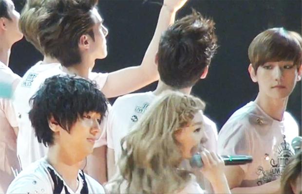 Những nghi vấn hẹn hò của sao SM bị phát hiện qua chính concert trong nhà SM Town