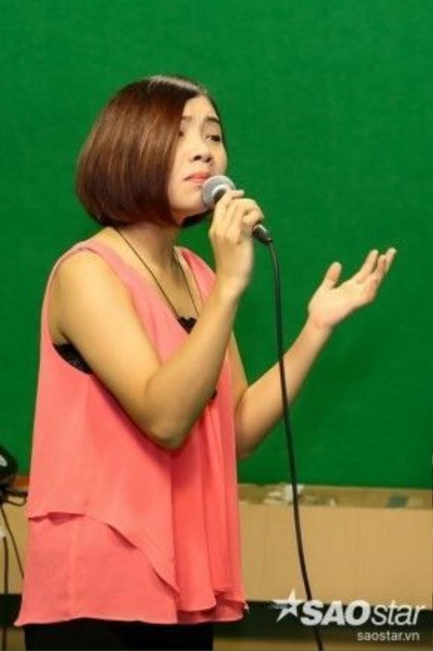 Với Mỹ Linh, tuần này cô phải tập trung cao độ vào giọng hát để không phải hụt hơi như đêm liveshow 1 đã mắc phải.