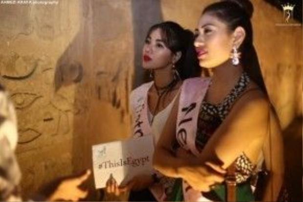 Khả Trang áp dụng hiệu quả món đồ gây mưa gây gió để tô điểm cho mình trong thời gian cô dự thi Miss Eco Universe 2006.