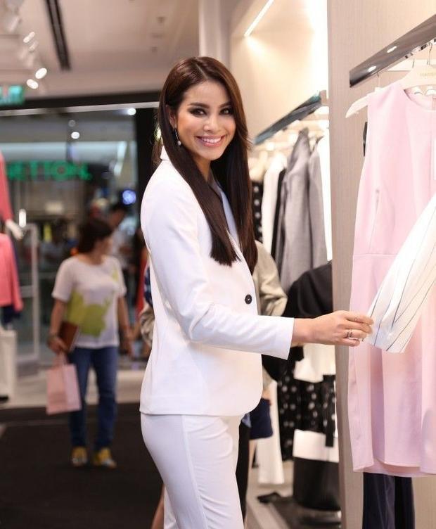 Ca sĩ Ái Phương, bé Thanh Mỹ cùng dàn sao hội ngộ tại sự kiện thời trang
