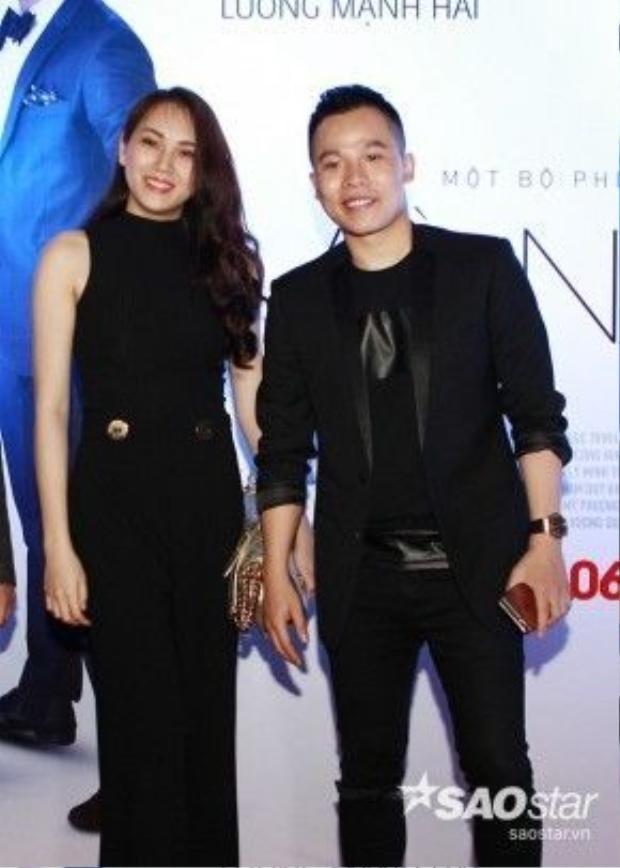 Siêu mẫu Ngọc Thạch tới chúc mừng bộ phim của Ngọc Trinh ra mắt.