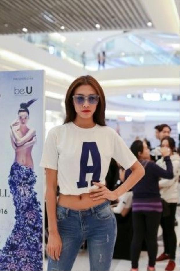 Người mẫu Nguyễn Oanh.