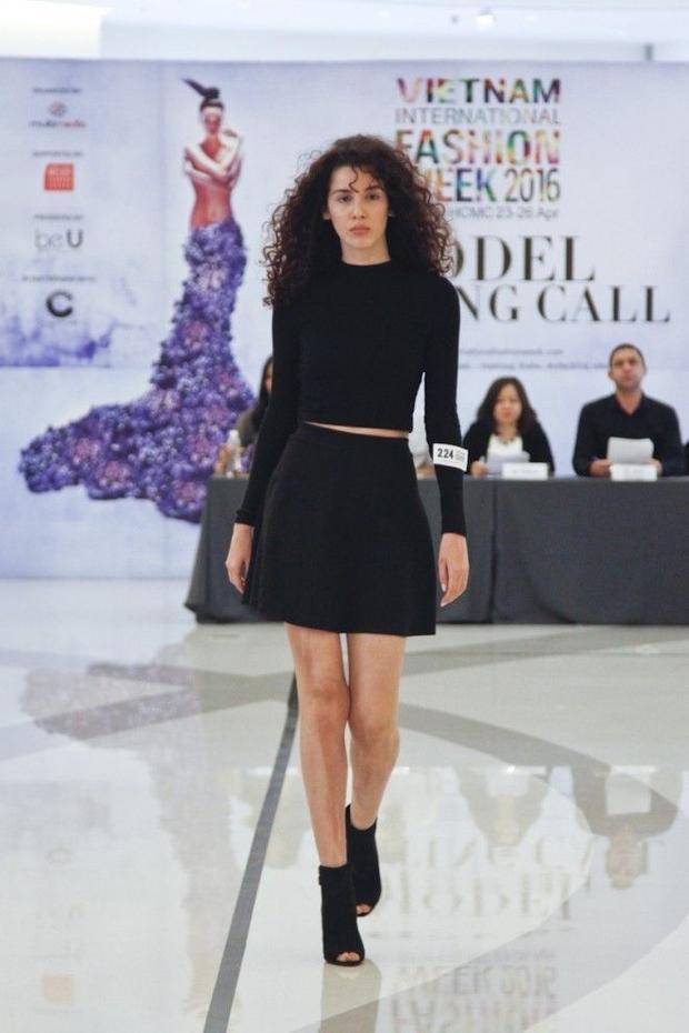 Hàng trăm người mẫu trong nước và quốc tế tham gia casting Vietnam International Fashion Week 2016