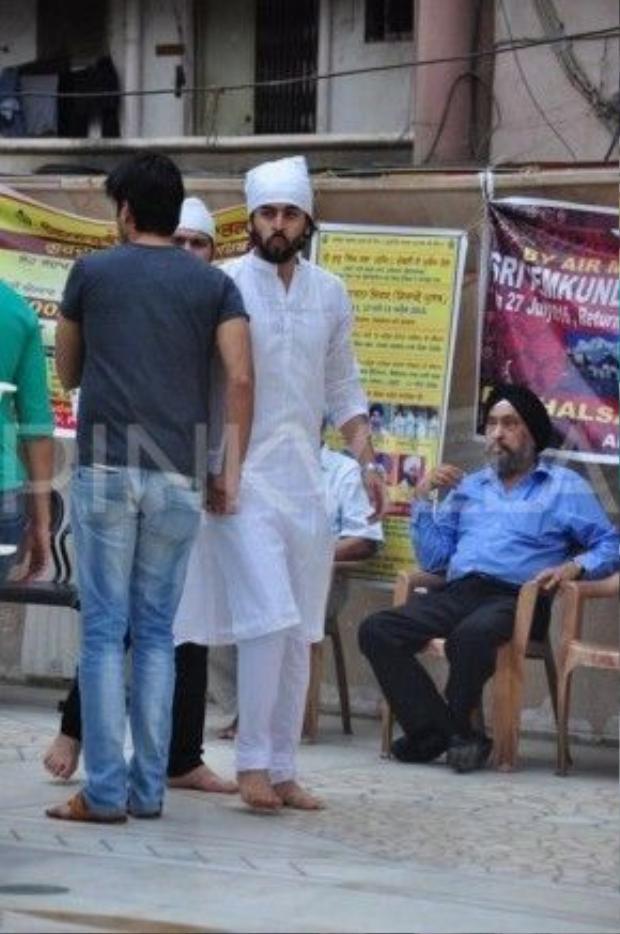 Nhiều đồng nghiệp thân thiết đã có mặt. Trong đó có cả chồng đầu Anandi trong phim - tài tử Shashank Vyas.