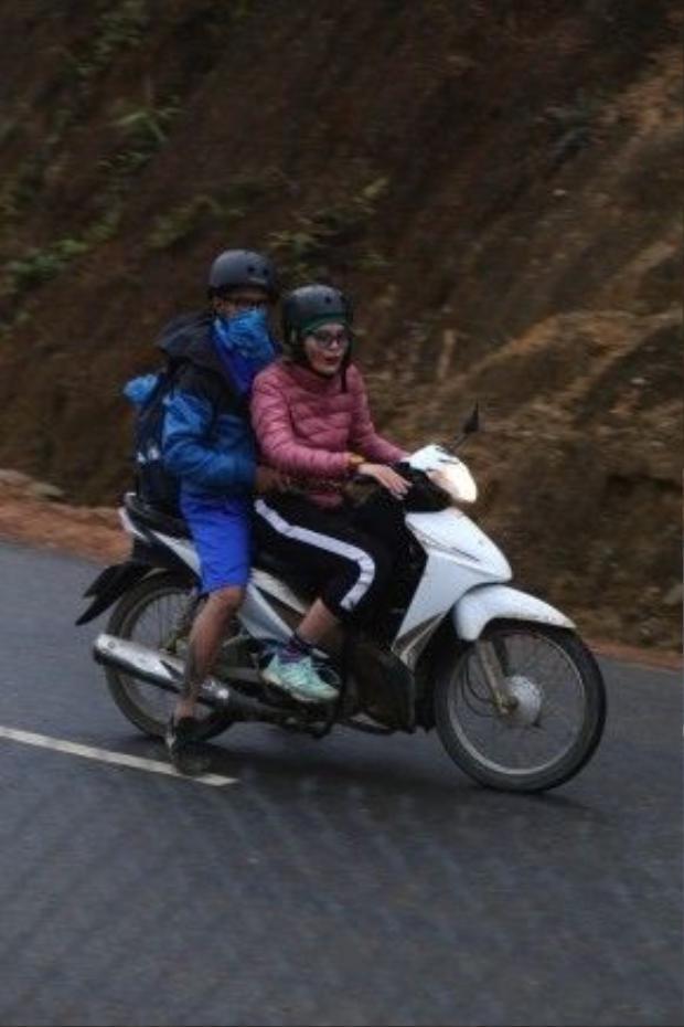 """Các đội thi chạy xe máy trong cái lạnh """"cứa da thịt"""" tại Yên Bái."""