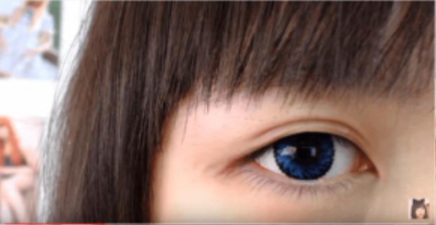 Đôi mắt trở nên to hơn sau khi dán kích mí. Miếng dán khi sử dụng không bị lộ, cho mí mắt tự nhiên. Tuy là vậy nhưng dán kích mí không làm mí mắt dày lên nhiều.