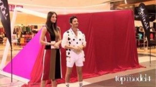 Host Cindy và Nhiếp ảnh gia Yu Tsai mang đến thử thách cho các cô gái sau tấm màn đỏ.