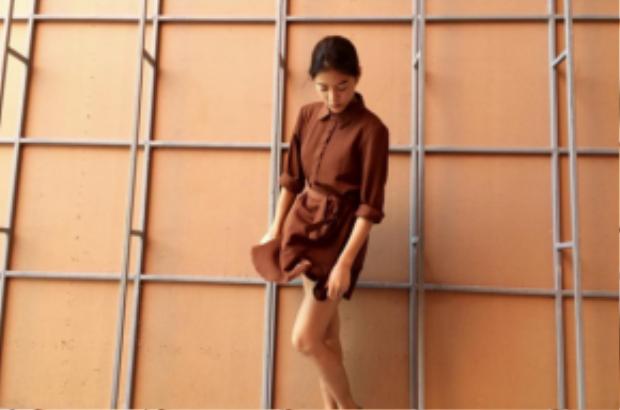 thì Apinya Sakuljaroensuk (Lee) trông khá dịu dàng qua feminine fashion.