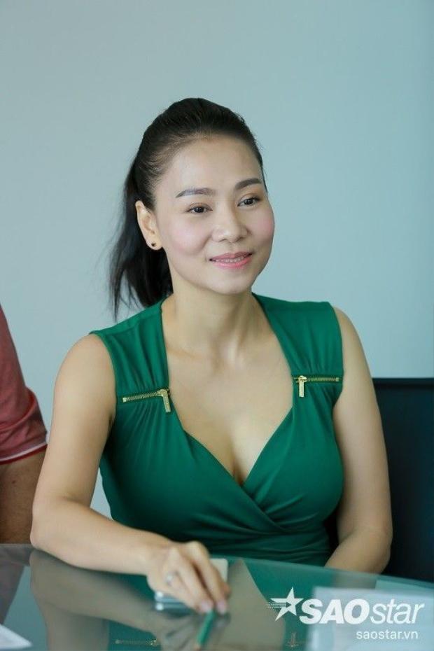 Thu Minh rạng rỡ xuất hiện cùng chồng tại buổi gặp gỡ truyền thông, nói về vụ kiện tụng
