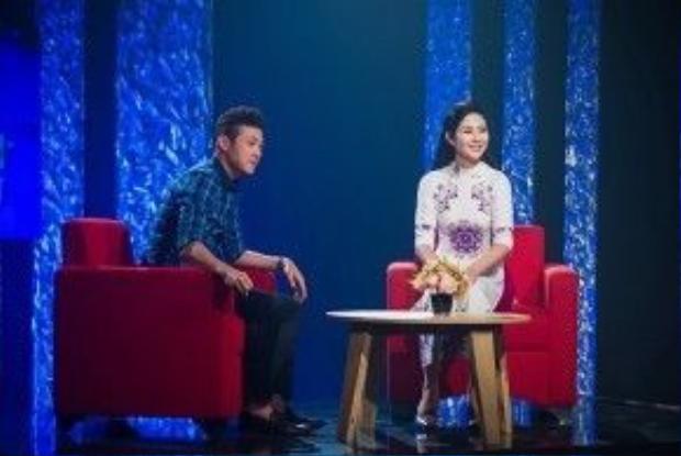 Hoa hậu Ngọc Hân giao lưu cùng với MC Anh Tuấn.