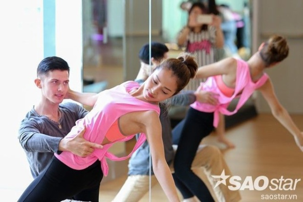 Jennifer Phạm xinh đẹp cuốn hút kiện tướng dancesport điển trai người Nga