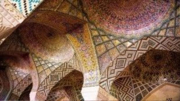 Nhà thờ Hồi giáo Nasir Al-Mulk, ở Shiraz, Iran.