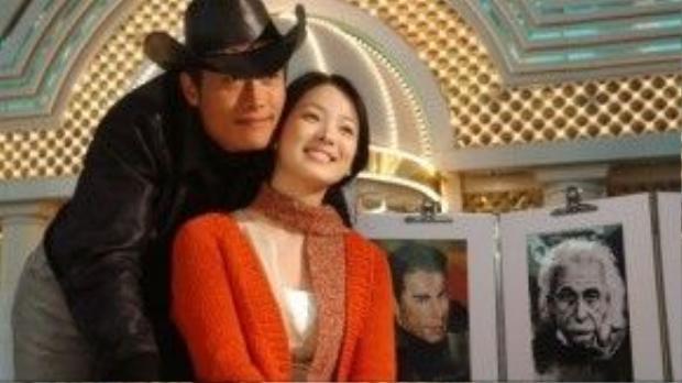 Lee Byung Hun là mối tình đầu của Song Hye Kyo. Hai người gặp gỡ và nảy sinh tình cảm khi đóng chung phim Một cho tất cả (All in One).