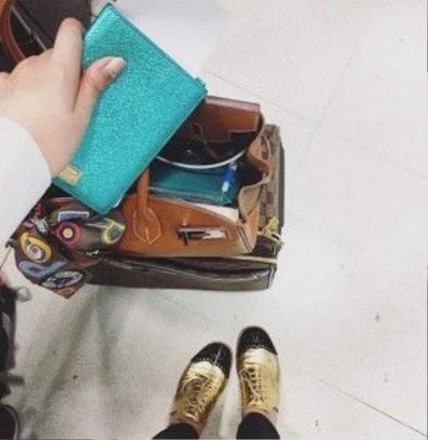 Đồng hồ đắt tiền, túi xa xỉ và giầy thời thượng theo chân con gái hoa hậu Giáng My đi du lịch.