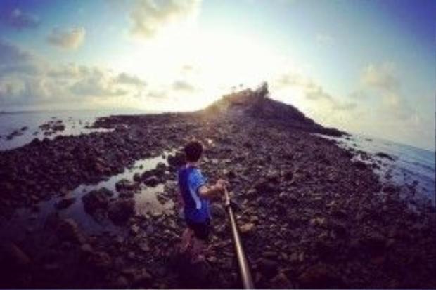 Thủy triều rút ở mũi Nghinh Phong, làm lộ ra thủy đạo dẫn đến Hòn Bà - Vũng Tàu.
