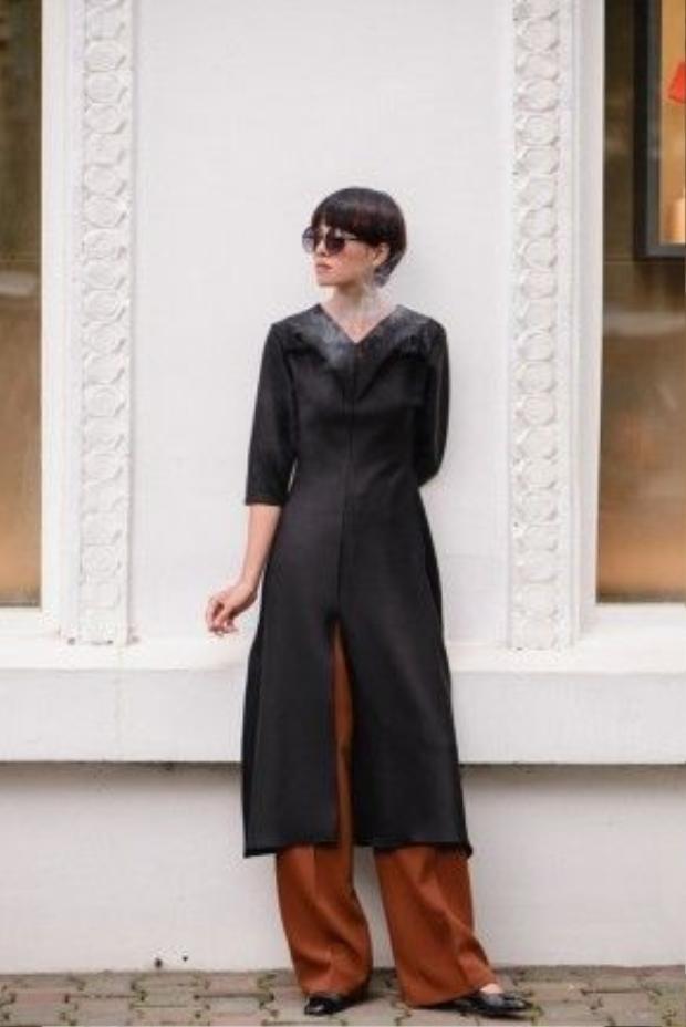 Theo đuổi phong cách thiết kế đơn giản nhưng phóng khoáng tự do, Ngô Thái Bảo Loan luôn làm hình ảnh người phụ nữ trong trang phục của cô thanh thoát, nhẹ nhàng và vẫn mang nét hoang dã bí ẩn.