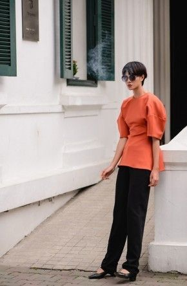Trong lần gặp gỡ này, Đỗ Hà đã giúp Bảo Loan thể hiện những bộ trang phục ready-to-wear trong bộ sưu tập mới nhất của nhà thiết kế trẻ này.